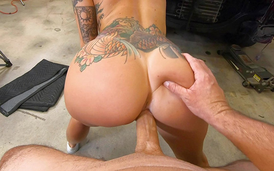 BangRoadSideXXX Lilith Morningstar Fucks Some Dick For A Discount 12 25 2020